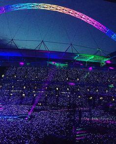 Night 3 in Wembley #AHFODtour #coldplay #aheadfullofdreams #aheadfullofdreamstour #coldplaywembley #xylobands Creds: @wembleystadium