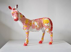 Pop Zebra made out of cardboard. Sculpture of Laurence Vallières Paper Goods, Making Out, Art Lessons, Giraffe, Paper Art, Dinosaur Stuffed Animal, Sculptures, Arts And Crafts, My Arts