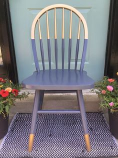 FOR THE PORCH CHAIRS Gilded gold painted navy blue chair. A little bit gold dipped style need color blocking. Love the arched spindle back style of this chair. For mismatched dining table, desk chair or side chair in guest room or office? Decor, Furniture Diy, Furniture Makeover, Painted Chair, Painted Furniture, Diy Furniture, Furniture, Chair Makeover, Upcycle Chair