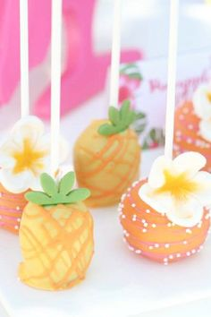 Kids love cake pops and these pineapple and hibiscus ones are perfect for a luau. They'll fit in with all your other tropical party food. Make your own and decorate them with these pretty fondant flowers. See more party ideas and share yours at CatchMyParty.com Luau Theme Party, Hawaiian Luau Party, Moana Birthday Party, Summer Birthday, Party Themes, Birthday Parties, Party Ideas, Luau Cake Pops, Luau Cakes