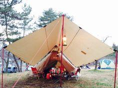 当ブログの検索ワードを調べてみると必ず上位に上がるワード 「TATONKA 張り方」 焚き火タープとし... Camping Style, Tent Camping, Glamping, Camping Ideas, Bushcraft, Outdoor Gear, Scouting, Tents, City