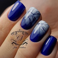 Интересный градиент nailsoftheday.com #маникюрдня #ногти #гельлак #дизайнногтей #идеидляманикюра #мастерманикюра #nailмастер #gelpolish #nails #маникюр #яркийманикюр #градиент #аэрография #синие