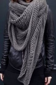 I'm so bad in love with her skarf♥