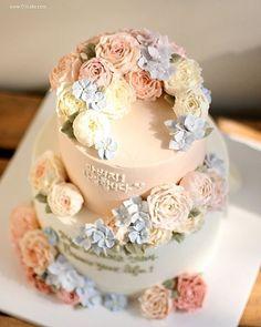 Cake inspiration pic via @ollicake #cake #cakes #cakedecor #cakestagram  #instacake #cakeart #sugarweddings #love #loveit #lovely #birthday
