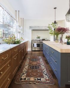 Floating glass upper cabinets break the mold & keep this eclectic kitchen connected to the outdoors. How will your new kitchen break the mold? Navy Kitchen, Eclectic Kitchen, Kitchen Decor, Kitchen Ideas, Kitchen Lamps, Kitchen Industrial, Kitchen Modern, Kitchen Lighting, Kitchen Windows