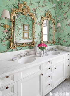 Green statement wallpaper in bathroom http://www.housebeautiful.com/room-decorating/bathrooms/g756/colorful-bathrooms/?slide=29