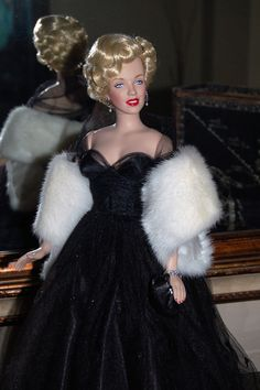 The Studio Commissary: Theme: Fur...(2 PICS)  -  Posted by Pamnaz [Email User] on January 22, 2017, 2:32 pm.  ..very timely theme. I just received this beautiful white mink fur stole from Dimitha yesterday. It's fabulous! (Okay, I'm against wearing real fur, but I figured the animal bit the dust years ago, and recycling old fur coats is a good thing.)