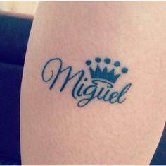 Resultado de imagem para tatuagem de nome com coroa