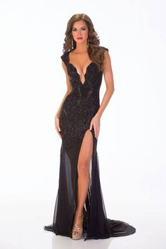 Top 100 Pageant Gowns of 2013 Best evening gown in 2013 went to Stacie Juris who was the runner up at the Miss USA pageant in This but in white Pretty Dresses, Sexy Dresses, Formal Dresses, Robes Glamour, Look Formal, Parisienne Chic, Black Prom, Pageant Dresses, Mode Style