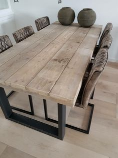 But with overhang for seating on both ends But with overhang for seating on both ends The post But with overhang for seating on both ends appeared first on Wohnen ideen. salle a manger But with overhang for seating on both ends - Wohnen ideen Wooden Dining Tables, Dining Room Table, Wood Table, Steel Table, Plank Table, Table Bench, Rustic Table, Diy Furniture, Furniture Design