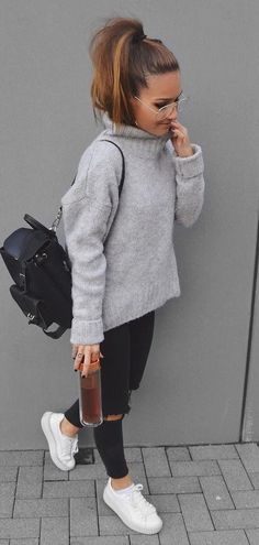 casual outfit addiction / sweater + bag + rips + sneakers