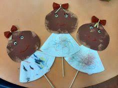 Imagem relacionada Spring Crafts For Kids, Diy For Kids, Kindergarten, Preschool, Arts And Crafts, Autumn, Christmas Ornaments, Halloween, Holiday Decor