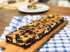 Brownie cu ricotta și afine, reteta simpla de sezon – Chef Nicolaie Tomescu Romanian Food, Ricotta, Sweets, Desserts, Recipes, Tailgate Desserts, Deserts, Gummi Candy, Candy
