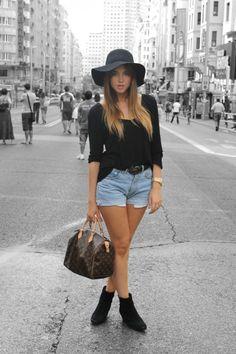 I want a black floppy hat!