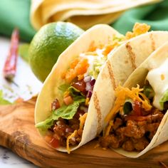 Homemade Tacos are the perfect busy weeknight dinner. These Easy Ground Beef Tacos are better than take-out and ready in minutes. recipes videos for dinner Easy Ground Beef Tacos Meat Recipes, Mexican Food Recipes, Cooking Recipes, Taco Recipe Beef, Quick Recipes, Healthy Recipes, Tasty Tacos Recipe, Chicken Recipes, Sausage Recipes