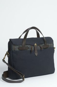 Work time! Filson bags  Twill Briefcase available at www.beaubags.nl www.beaubags.de