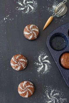 Looking for a unique and delicious dessert? Try this South African dessert, malva pudding mini cakes are absolutely irresistible. Pudding Desserts, Pudding Cake, Dessert Recipes, Yummy Recipes, Recipies, South African Desserts, South African Recipes, Easy Smoothie Recipes, Easy Smoothies