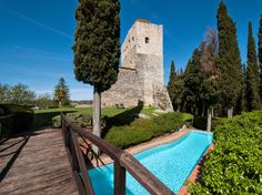 We do have Game of Thrones in Tuscany ;) #luxury #villa #tuscany #villasforrent