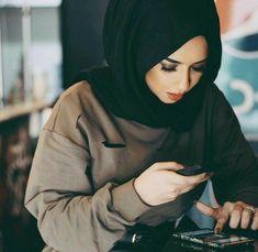 Image about fashion in ღ Hįjãb ìs Mÿ ChōïCę ღ by țwíŋ ßuțțěřfłŷ Casual Hijab Outfit, Hijab Chic, Hijabi Girl, Girl Hijab, Arab Fashion, Muslim Fashion, Muslim Girls, Muslim Women, Hijabs