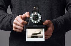 Mit der neuen SofortbildkameraI-1 bringt The Impossible Projekt eine von Grund auf neu entwickelte Kamera auf den Markt, die FotosimoriginalenPolaroid Format erstellt und mit ihremminimalistischem Design für Aufsehen sorgt. Mit neu produziertem Filmmaterial für Polaroid-Kameras machte sichThe Impossible Projekt einen … Weiterlesen