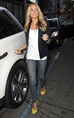 Kristin Cavallari's simple outfit: blazer, skinny jeans, colorful pumps (people.com)