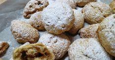 Τραγανά μηλοπιτάκια, τα δαγκώνεις και τρίβονται στο στόμα. Η δε γέμιση είναι το κάτι άλλο μοσχοβολάει το καβουρντισμένο σουσάμι με τ... Greek Desserts, Muffin, Sweets, Cookies, Breakfast, Cake, Food, Projects, Ideas