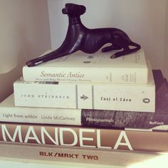 Love the books and the bookrest! Linda Mccartney, Luxe Life, Vignettes, Books, House, Libros, Home, Book, Book Illustrations