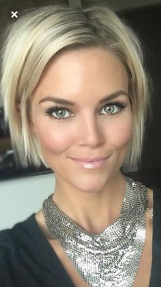 Bob Haircuts: 60 Hottest Bob Hairstyles for 2019 - Hairstyles Trends Short Hair With Layers, Short Hair Cuts For Women, Short Hair Styles, Short Bob Hairstyles, Pretty Hairstyles, Great Hair, Hair Highlights, Hair Day, Hair Looks