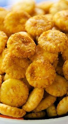 Nacho Cheese Oyster Crackers 2 packages oyster crackers 1 box Kraft Mac and Cheese package taco seasoning cup oil 2 gallon ziplock bag ♛BOUTIQUE CHIC♛ Snack Mix Recipes, Appetizer Recipes, Cooking Recipes, Snack Mixes, Appetizer Party, Party Snacks, Beef Recipes, Savory Snacks, Yummy Snacks
