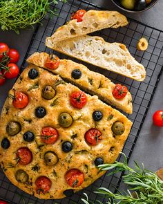 Vegan Focaccia bread, Easy to make and bake. Healthy dish with a variery of Olives, Cherry Tomatos and Paprika. Easy White Bread Recipe, Easy Bread Recipes, Vegan Recipes Easy, Raw Food Recipes, Veggie Recipes, Tomato Bread, Olive Bread, Bread Shaping, Recipes