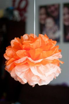 Diy tissue paper pom poms tutorial ombre here we go! Tissue Paper Pom Poms Diy, Tissue Balls, Tissue Paper Crafts, Diy Paper, Paper Poms, Craft Wedding, Diy Wedding, Wedding Decoration, Wedding Ideas