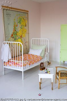 the boo and the boy: Decorating with maps in kids' rooms - part 4 (love the dipped table too!)
