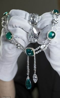 Cullinan diamond III and IV Brooch,  and the Delhi Durbar Necklace and Cullinan Pendant, by Eva