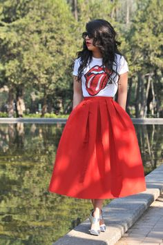 High street/low street full midi look. (Graphic tee mixed with retro/girly fabulousness. Fashion Mode, Look Fashion, Girl Fashion, Fashion Dresses, Womens Fashion, Hipster Rock, Mode Outfits, Casual Outfits, Mode Abaya