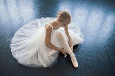 """""""Ballerina student Hortense Pajtler - Opera Ballet School - Photo by Youness Valo Bouslame """" Ballet Images, Ballet Pictures, Dance Pictures, Dance Photography Poses, Dance Poses, Ballet Art, Ballet Dancers, Ballerinas, Foto Fantasy"""