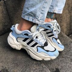 Moda Sneakers, Sneakers Mode, Sneakers Fashion, Shoes Sneakers, Looks Hip Hop, Sneaker Outfits, Adidas Shoes Women, Aesthetic Shoes, Fresh Shoes