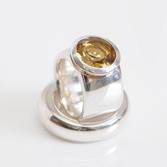 Ring !   Zilver met honingkwarts edelsteen.  Made by Bastian