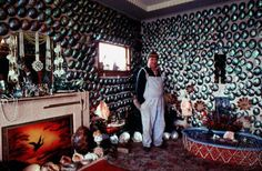 Fred Flutey in his pāua-shell house, Bluff Hampton Court House, Shell House, Messy Nessy Chic, Interior Design Awards, Kiwiana, Paua Shell, Documentary Photographers, Amazing Buildings, Adventure Tours