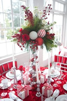 50 Christmas Table Decoration Ideas - Settings and Centerpieces for Christmas Table - Amelia Pasolini