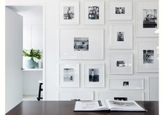 Aprenda nove maneiras diferentes de imprimir e dispor as fotos da família para lembrar dos entes queridos e impactar as visitas