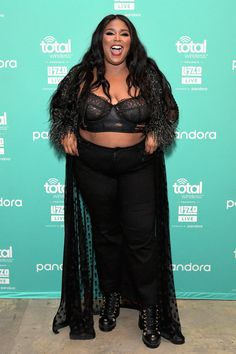 Lizzo ist ein Body Positive Style Icon zu sehen Lizzo Is A Body Positive Style Icon To Watch Lizzo Is A Body Positive Style Icon To Watch Kiah Beveridge - Looks Plus Size, Plus Size Beauty, Celebs, Celebrities, Girl Face, Black Girl Magic, Girl Power, Style Icons, Plus Size Fashion