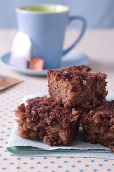 Prepare these breakfast bars the night before, then pop them in the oven for a breakfast treat your kids will love.