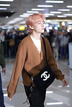 taehyung clothes v, bts, and taehyung ima - clothes Bts Airport, Airport Style, Jimin, Kpop Fashion, Korean Fashion, Airport Fashion, Gucci Fashion, Fall Fashion, Fashion Trends