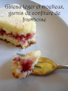 Gâteau léger et moelleux, garnis de confiture de framboise