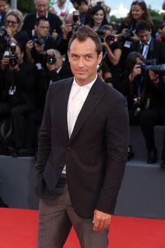 Jude Law à la première de la série télé The Young Pope de Paolo Sorrentino
