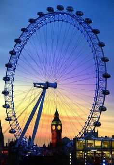 London eye. Located on the Tamesis, is the world's largest Ferris wheel. The tour lasts approximately 30 minutes.