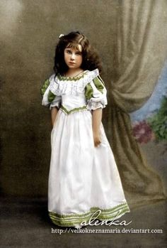 LADY ELIZABETH BOWES-LYON, LATER QUEEN ELIZABETH, THE QUEEN MOTHER, AS A VERY YOUNG GIRL.