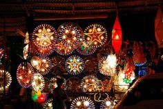 Christmas season in the Philippines.-Oh my gosh! This takes me back. Parols in the Philippines are so beautiful. Christmas Lanterns Diy, Christmas Lights, Christmas Decorations, Little Christmas, Christmas Time, Christmas Cards, Christmas Ideas, Christmas In The Philippines, Lantern Designs
