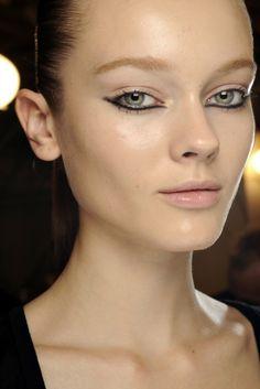 Runway Makeup S/S 11 - Page 5 - the Fashion Spot Sfx Makeup, Makeup Art, Beauty Makeup, Hair Makeup, Hair Beauty, Makeup Goals, Makeup Inspo, Makeup Inspiration, Catwalk Makeup