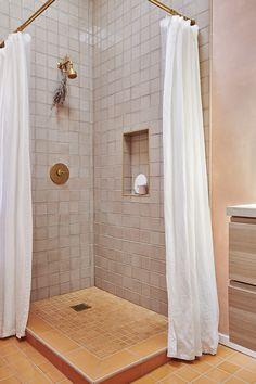 This Photographer's Light-Filled Oakland Home Is So Tranquil - Home Tour - Lonny Feminine Apartment, Home Coffee Tables, Fireclay Tile, Bathroom Floor Tiles, Handmade Tiles, Home Decor Inspiration, Bathtub, Interior, Dune